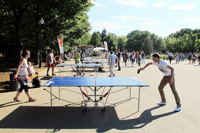 Free Ping-Pong in the Gorky Park