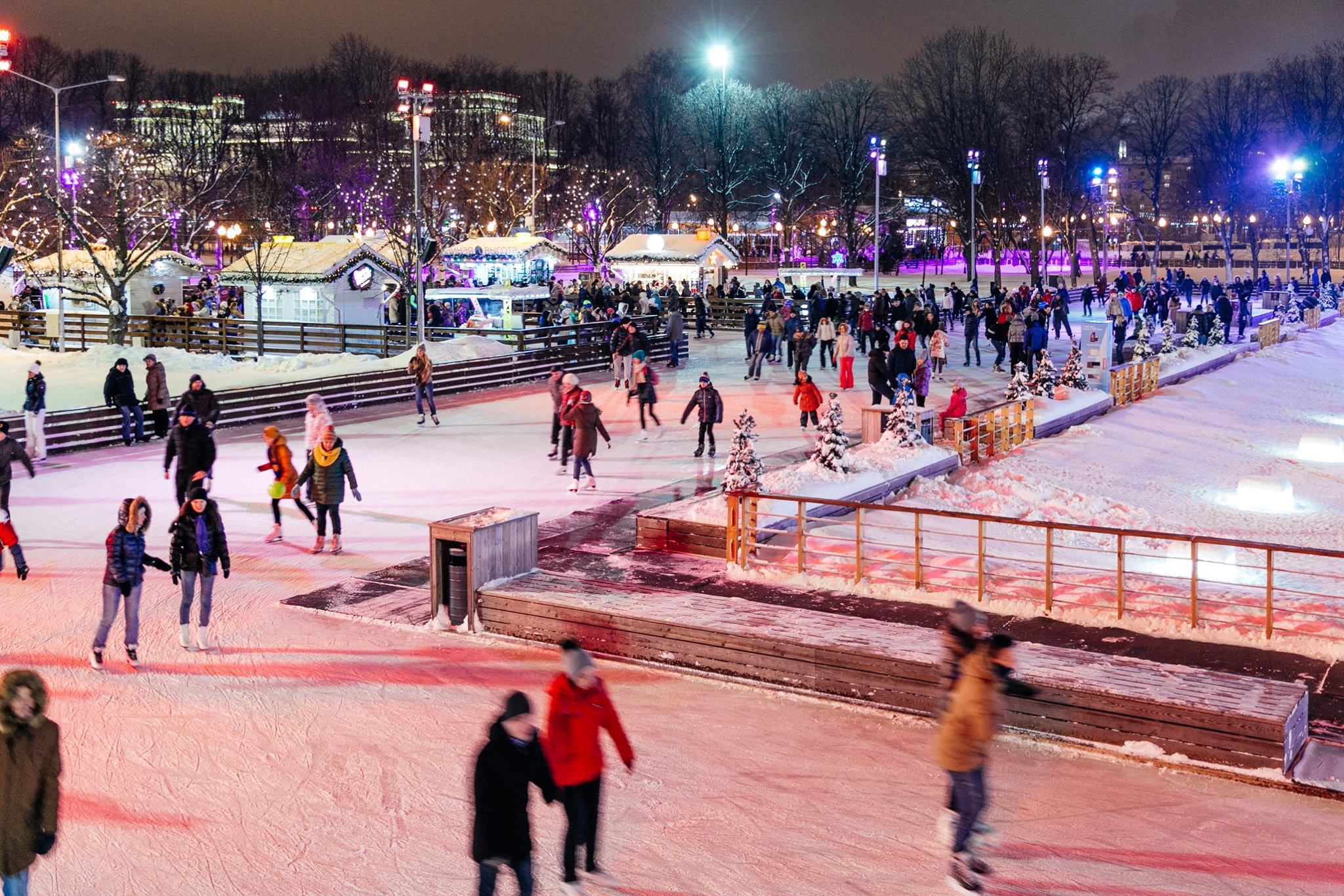 The Night at the Skating Rink will Pass in Moscow Parks
